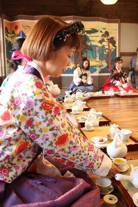 南山コル韓屋村「美秀茶(ミスダ)」プログラム体験_c0127029_1935193.jpg
