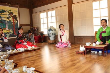 南山コル韓屋村「美秀茶(ミスダ)」プログラム体験_c0127029_19383225.jpg