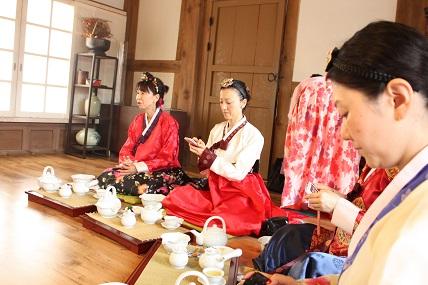 南山コル韓屋村「美秀茶(ミスダ)」プログラム体験_c0127029_1938553.jpg