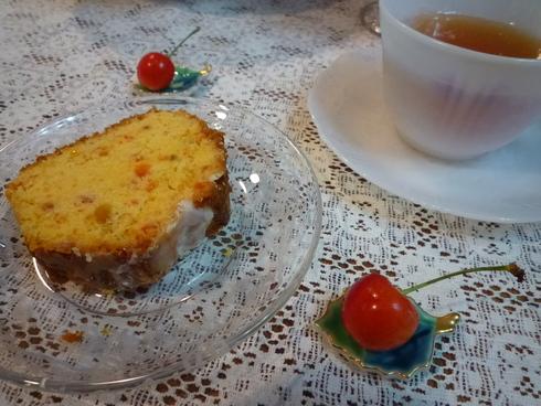 6月。。。83歳になられた おばさまから の 贈り物のパウンドケーキと 紫陽花色のteatime☆.。†_a0053662_11354056.jpg