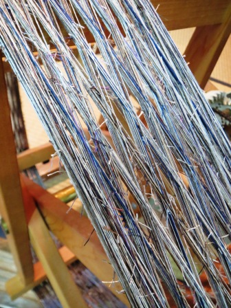 有刺鉄線のような繋ぎ糸。_f0177373_20232454.jpg