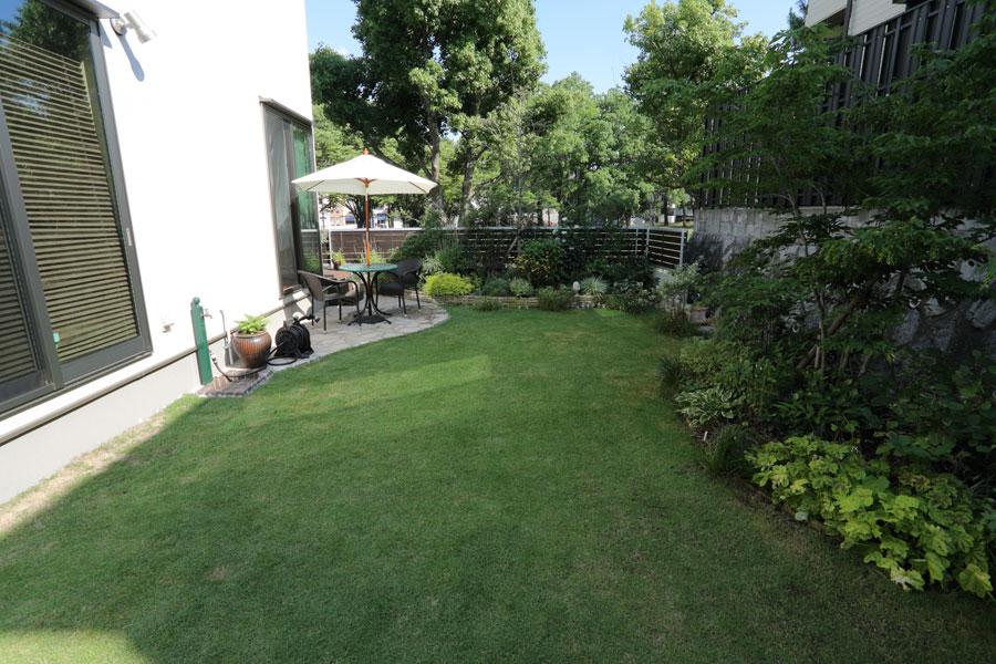 庭の芝刈り!_b0043304_2332450.jpg