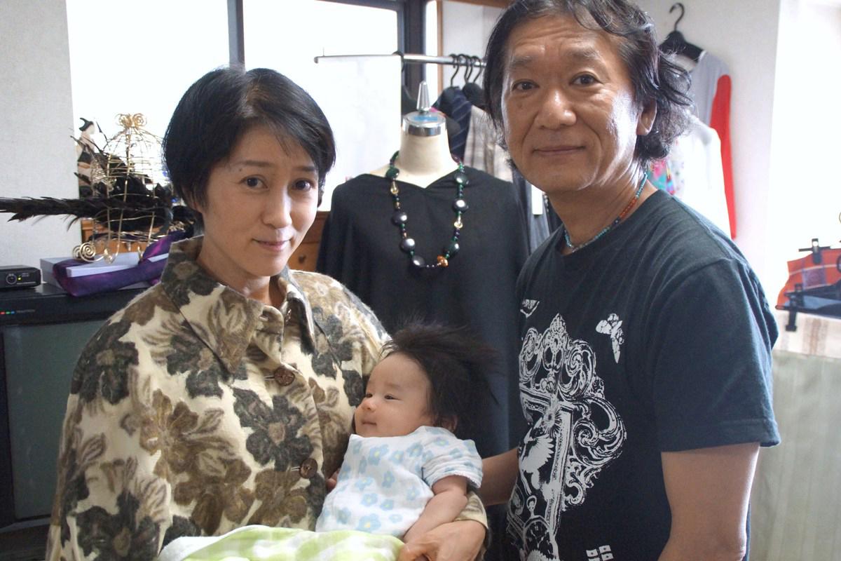 衣装デザイナー・演出家の時広真吾さんから出産・誕生祝いに芽ぶきさんに素敵なケープのプレゼント_f0006713_2353512.jpg