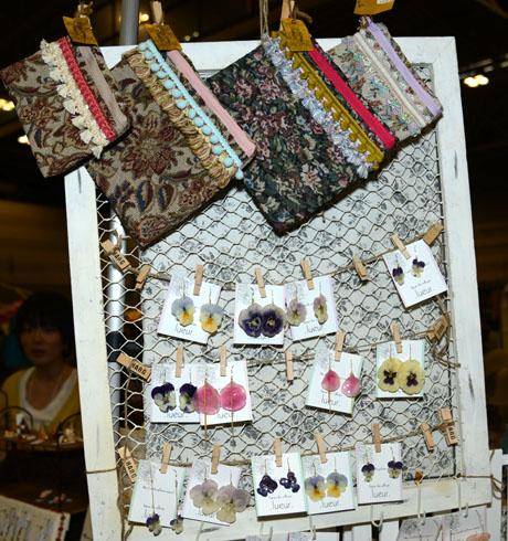 名古屋ファッション専門学校卒業生の近藤亜耶さんがクリエーターズマーケットVol28に出店の様子_b0110019_6331363.jpg