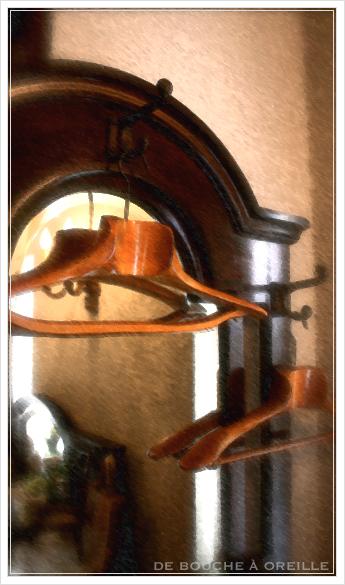 cintre ancien en bois 古い木製のハンガー_d0184921_1317404.jpg