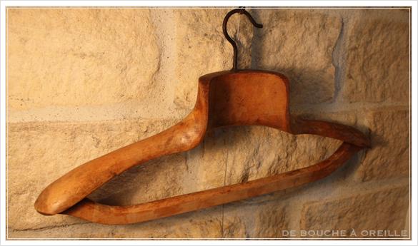 cintre ancien en bois 古い木製のハンガー_d0184921_14102958.jpg