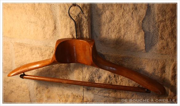 cintre ancien en bois 古い木製のハンガー_d0184921_1424375.jpg
