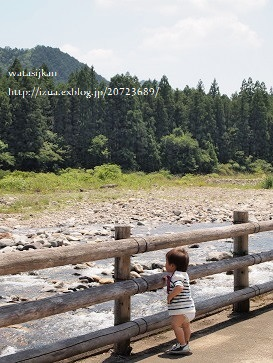 ヤナと魚のつかみ取り_e0214646_033528.jpg