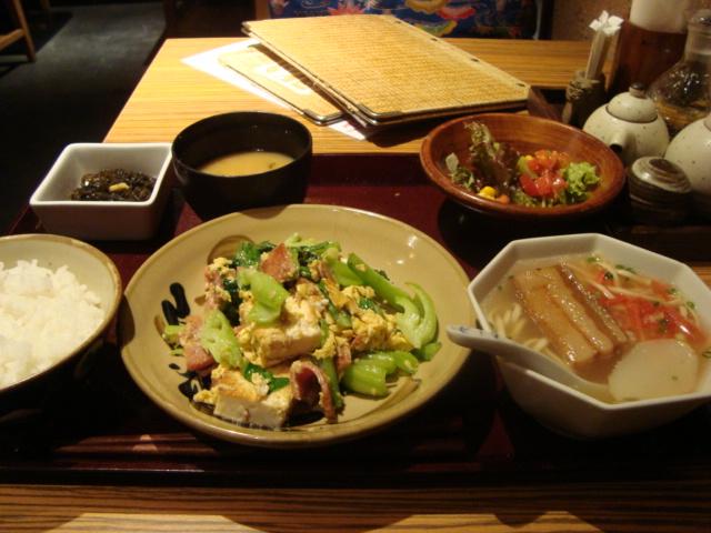 横浜「南国食堂 首里」へ行く。_f0232060_2565340.jpg