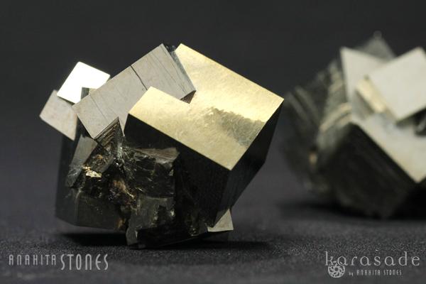 マルティプルキュービックパイライト原石(スペイン産)_d0303974_1834192.jpg