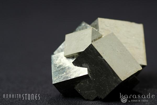 マルティプルキュービックパイライト原石(スペイン産)_d0303974_1925726.jpg