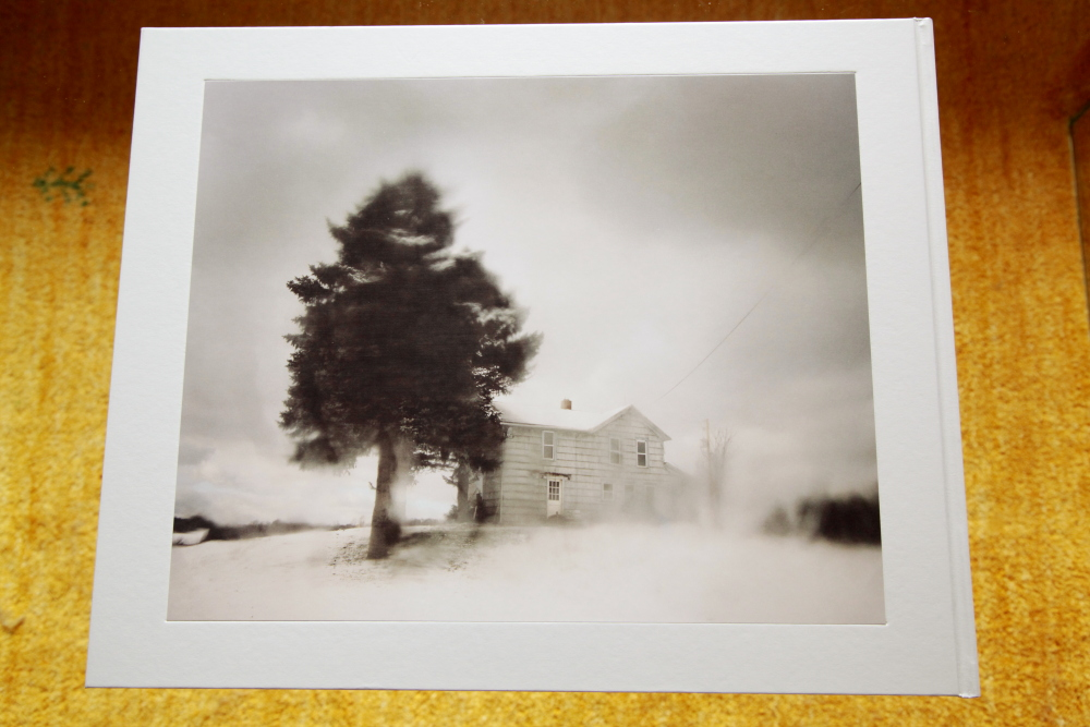 Todd Hido 「Excerpts from Silver Meadows」_c0016177_14115465.jpg