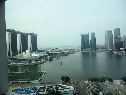 大好き♪シンガポール旅行 その9 プールでの出会い&スマホの充電器_f0054260_1436317.jpg
