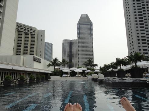 大好き♪シンガポール旅行 その9 プールでの出会い&スマホの充電器_f0054260_14421012.jpg