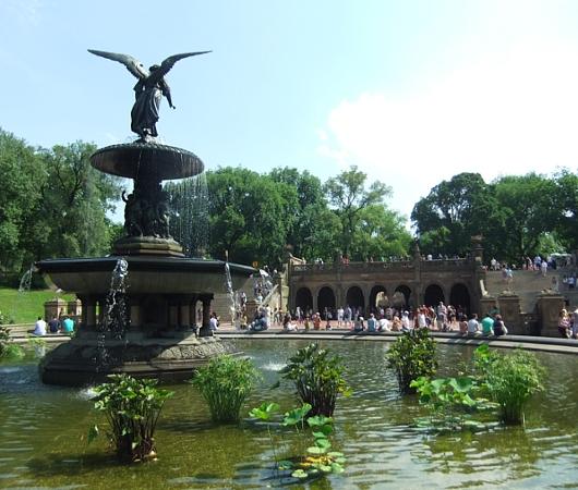 初夏のセントラルパーク、ベセスダ噴水の周辺の様子_b0007805_21435616.jpg