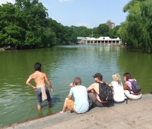 初夏のセントラルパーク、ベセスダ噴水の周辺の様子_b0007805_21442044.jpg