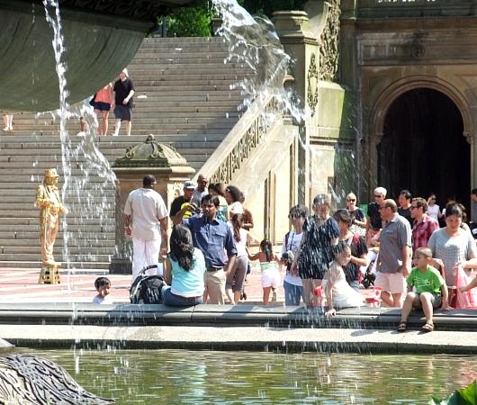 初夏のセントラルパーク、ベセスダ噴水の周辺の様子_b0007805_2144871.jpg