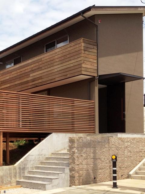 「丘に建つ回遊ウッドデッキの家」web内覧-外観編-_f0170331_20223027.jpg
