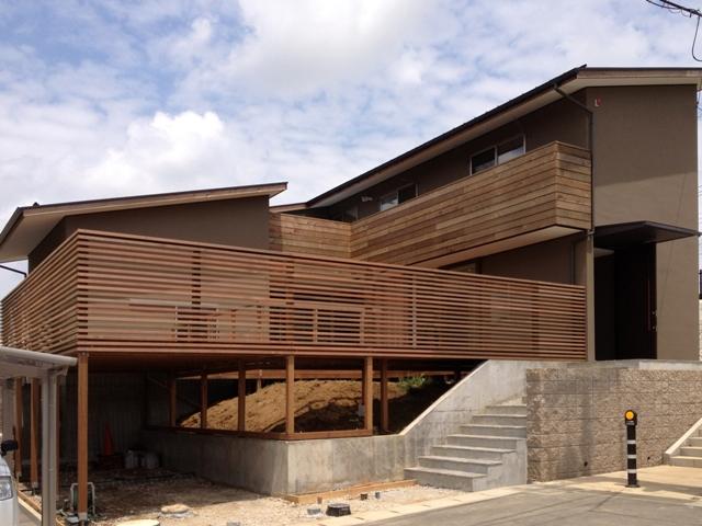 「丘に建つ回遊ウッドデッキの家」web内覧-外観編-_f0170331_206298.jpg