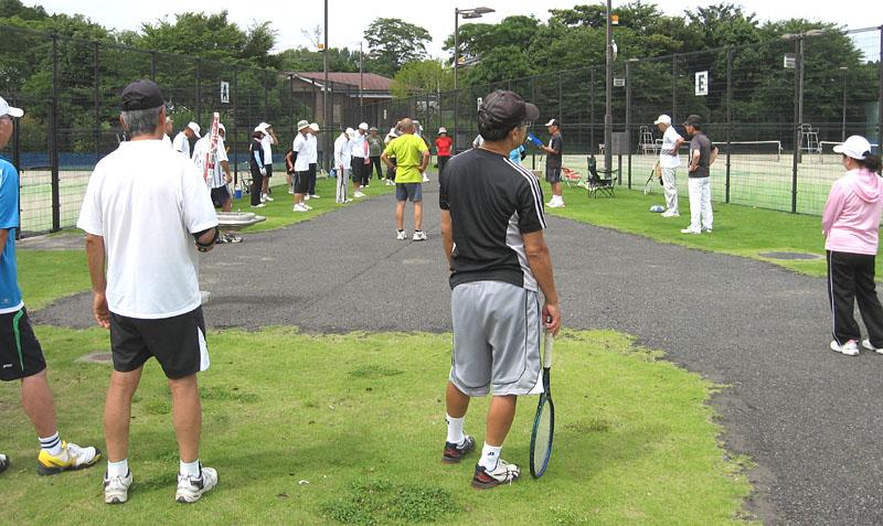 シニアテニスクラブの練習会に31名が参加_b0114798_17384983.jpg