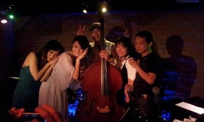 アジアンカフェ楽しく終了しました。7月5日(金)は東京倶楽部 本郷三丁目に出演します。_f0178313_11519100.jpg