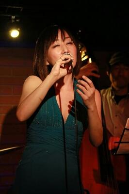 アジアンカフェ楽しく終了しました。7月5日(金)は東京倶楽部 本郷三丁目に出演します。_f0178313_1313948.jpg