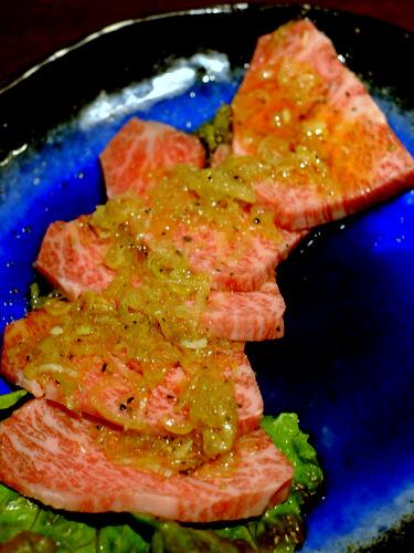 「南千住 焼肉おもに亭 肉屋直送 とちぎ和牛カルビ、コムタンスープ」