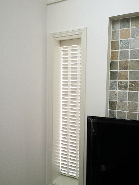 高窓に、ナニックの木製ブラインドを納めました。_c0157866_16165181.jpg
