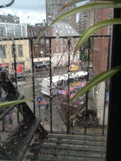 曇りのち雨、大雨、晴れ、曇り、大雨、曇り、虹。_c0247284_10371881.jpg