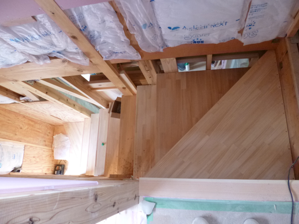 階段が付きました/取手市O邸新築工事_c0004024_14585658.jpg