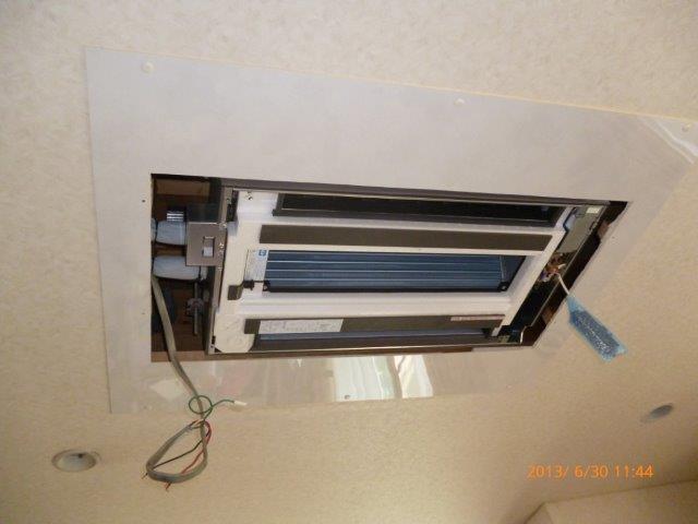 四方吹出し天井埋込エアコンの入替_e0207151_16344366.jpg