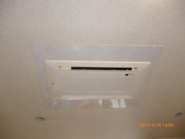 四方吹出し天井埋込エアコンの入替_e0207151_16351262.jpg