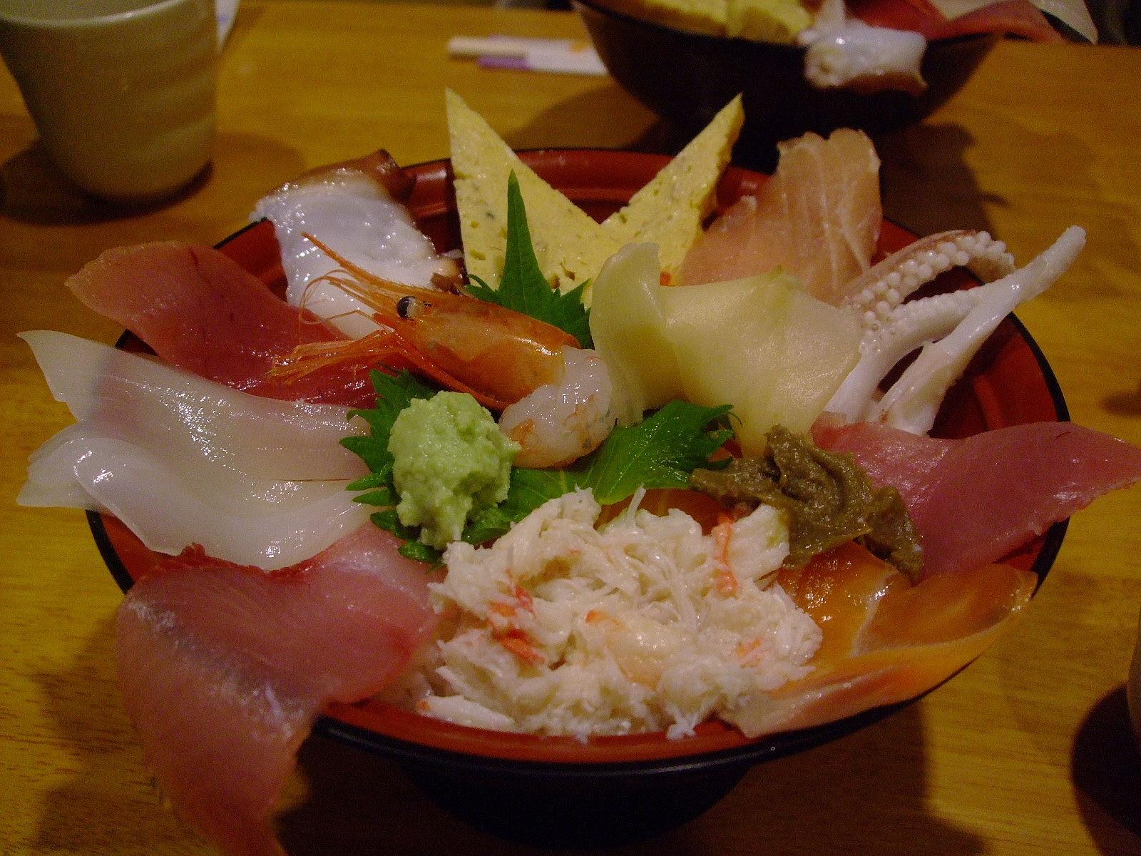 第1話 金沢はまず近江町市場で食し、石川県立美術館のカフェでのんびり_f0100593_16445735.jpg
