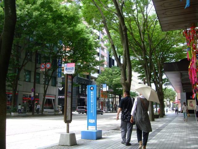 第1話 金沢はまず近江町市場で食し、石川県立美術館のカフェでのんびり_f0100593_16453864.jpg