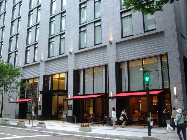 第1話 金沢はまず近江町市場で食し、石川県立美術館のカフェでのんびり_f0100593_16462777.jpg