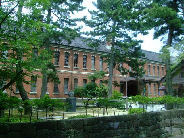 第1話 金沢はまず近江町市場で食し、石川県立美術館のカフェでのんびり_f0100593_16471533.jpg