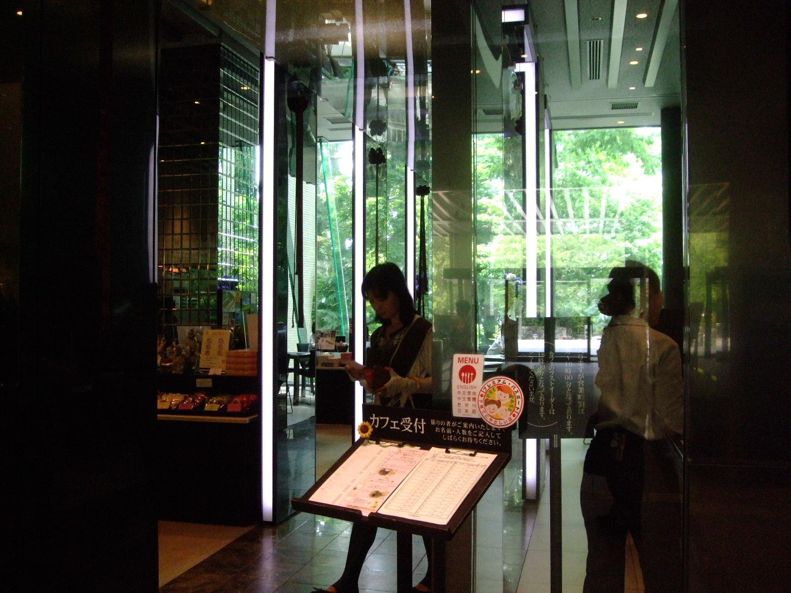第1話 金沢はまず近江町市場で食し、石川県立美術館のカフェでのんびり_f0100593_16491797.jpg
