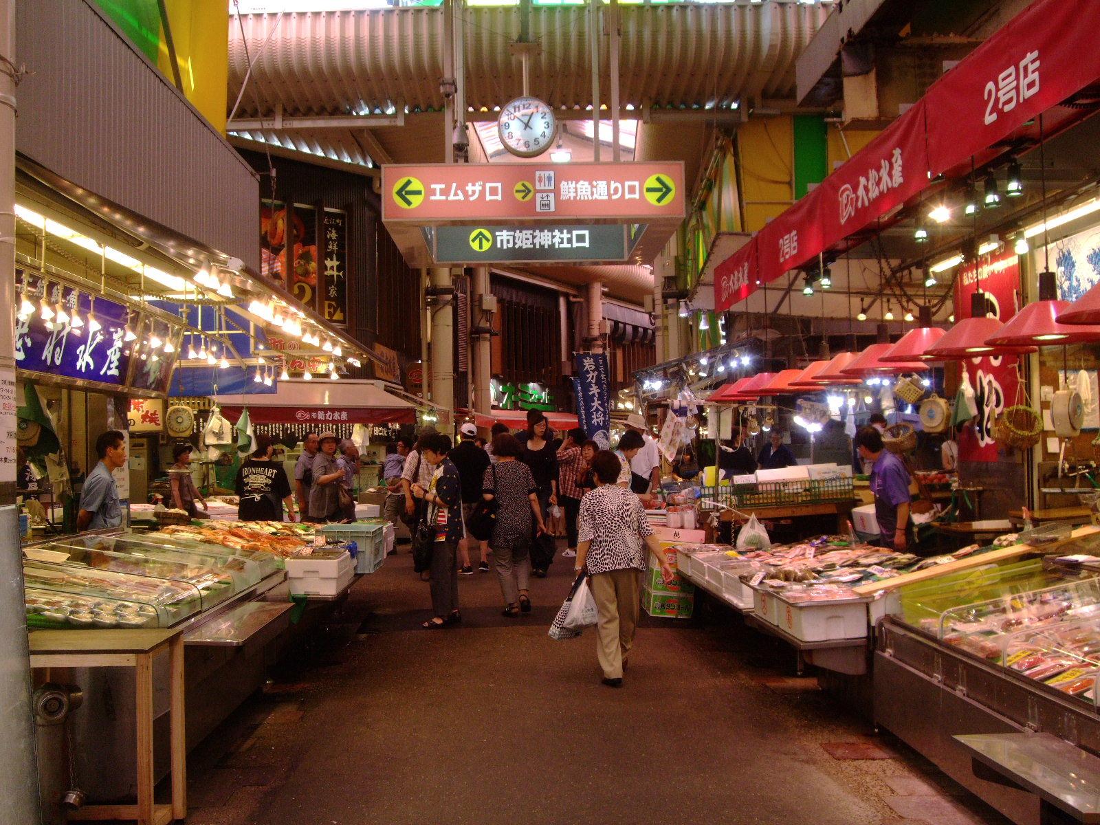第1話 金沢はまず近江町市場で食し、石川県立美術館のカフェでのんびり_f0100593_171169.jpg