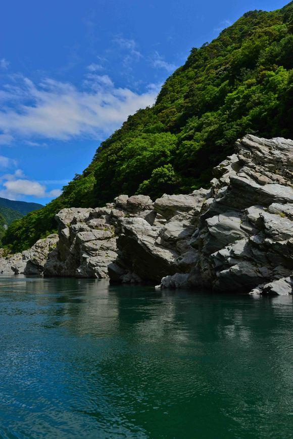 大歩危 ③ 遊覧船から奇岩を撮る・・・・・(縦位置編)_d0246136_15501551.jpg