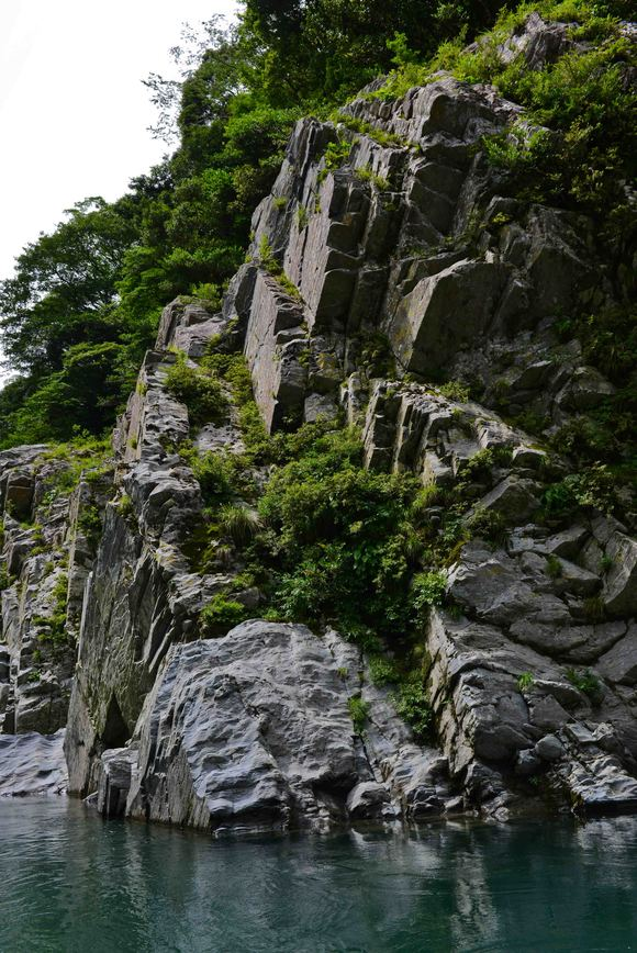 大歩危 ③ 遊覧船から奇岩を撮る・・・・・(縦位置編)_d0246136_15513094.jpg