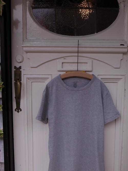 なんかいいシンプルなTシャツ_a0113127_8512235.jpg