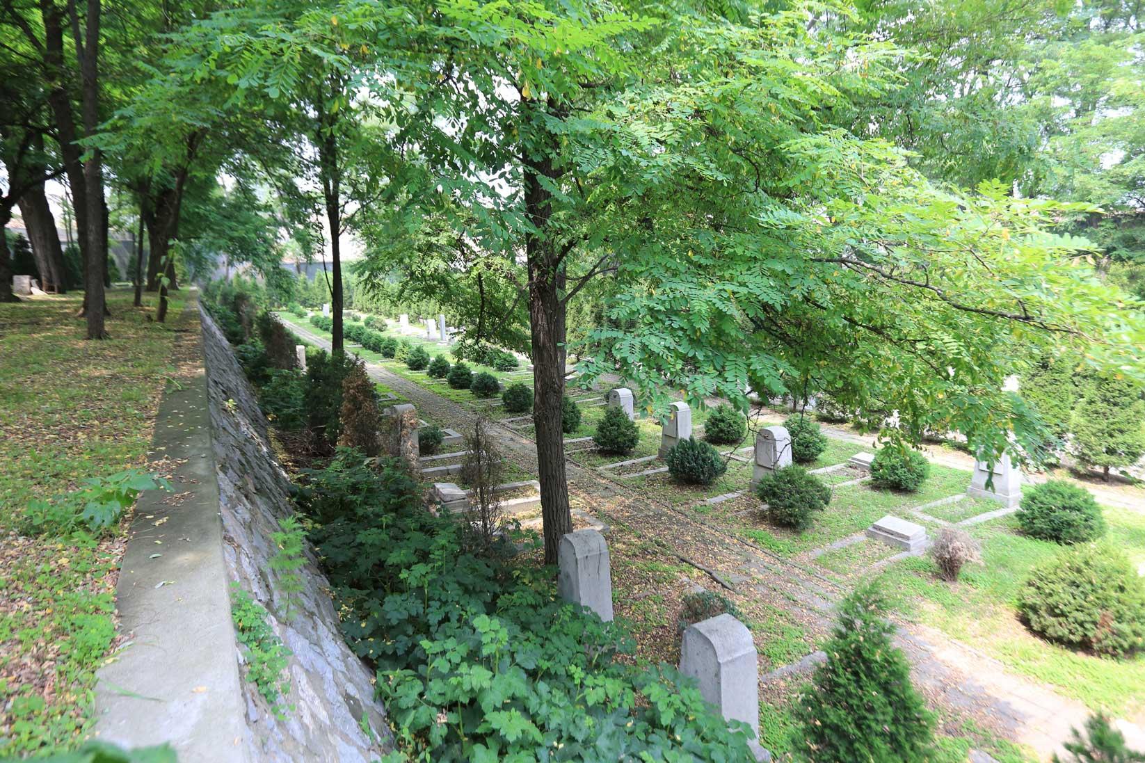 ロシア人墓地も眠る高台の高級住宅地【昭和のフォルム 大連◆文化台①】_b0235153_23104062.jpg