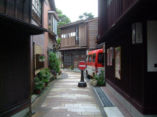第4話 ひがし茶屋街から宝泉寺への散歩道と a.k.a の創作料理を楽しむ_f0100593_10425959.jpg