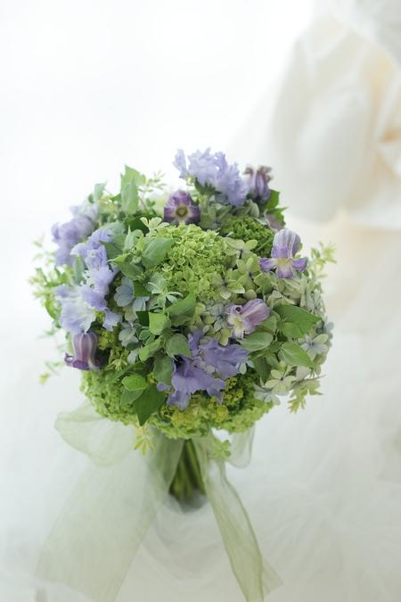 クラッチブーケ 緑と紫 コットンのワンピースドレスに_a0042928_16382895.jpg