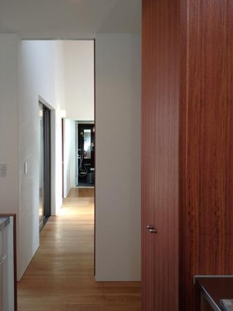 「丘に建つ回遊ウッドデッキの家」web内覧-階段室編-_f0170331_19344557.jpg