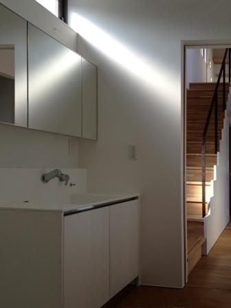 「丘に建つ回遊ウッドデッキの家」web内覧-階段室編-_f0170331_19371643.jpg