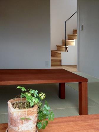 「丘に建つ回遊ウッドデッキの家」web内覧-階段室編-_f0170331_19372759.jpg
