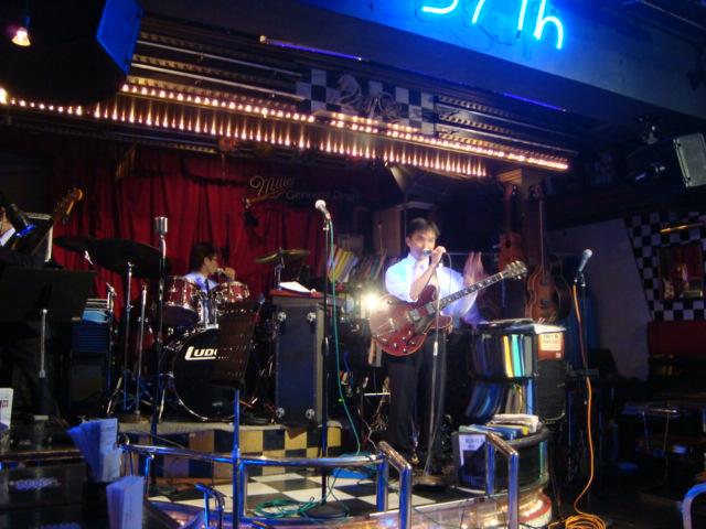 西新宿「ライブハウス 新宿21世紀」へ行く。_f0232060_1412654.jpg