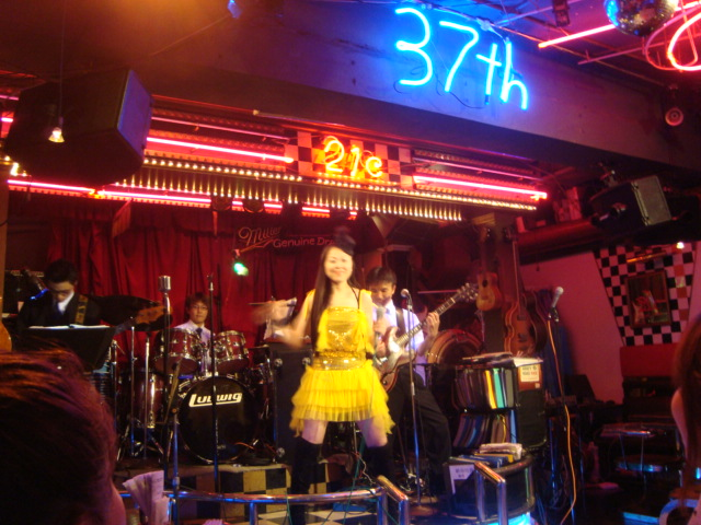 西新宿「ライブハウス 新宿21世紀」へ行く。_f0232060_1562538.jpg