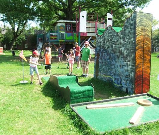 ガバナー島のユニークなアートいっぱいの芝生広場 Nolan Park_b0007805_20113369.jpg